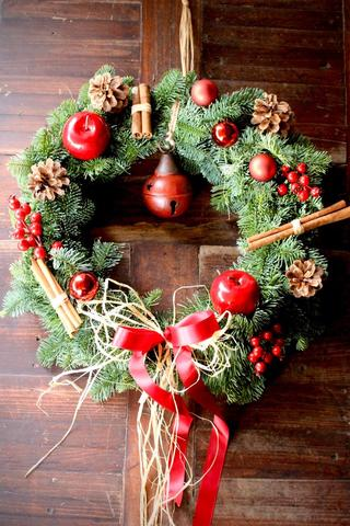 Traditional Fresh Door Wreath